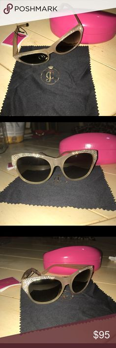 NWT Juicy Couture Sunglasses The Juicy Couture JUICY 512/S is a brilliant choice of Juicy Couture Sunglasses merchandise. Gray lenses are excellent for general outdoor use, driving, and provide good protection from glare without overly distorting colors. A full plastic frame that may contain some metal for structual integrity. The length of the temple pieces are 135 millimeters. Gradient tint is a fashionable selection which starts out dark at the top and gradually lightens towards the…