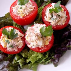 Protein-packed and low-carb, try these tomatoes stuffed with light tuna salad. Snack on two ripe tomatoes filled with one-quarter of this recipe for 164 calories and 10.8 grams of protein.  Source: Flickr user From Argentina With Love