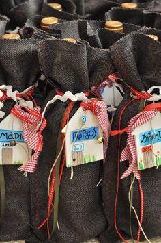 Βαφτιση Βαπτιση Βαπτιστικα Βαφτιστικα Χειροποιητα Γουρια Χριστουγεννιατικα Στολιδια Χριστουγεννιατικη Δωρα Χριστουγεννιατικς Μπαλες Καλτσες Για Το Τζακι Γουρια 2012 Πανινα Παιχνιδια Χειροποιητες Μπαλες Χειροποιητες Πασχαλινες Λαμπαδες Εταιρικα Δωρα Βαπτιστικα Ρουχα Γουρια Παιχνιδια Λαμπαδες Βαφτισης Βαπτισης Νεογεννητα Δωρα Για Νεογεννητα Δωρα Για Μωρα Δωρα Για Μικρα Παιδια Παιδακια Λευκα Ειδη Για Μωρα Λευκα Ειδη Για Την Παιδικη Κουνια Baby Boutique Λαδοπανα Λαδορουχα Πετσετες Βαφτισης ... Christmas Crafts, Xmas, North Face Backpack, Christening, Event Planning, Party, Celebrities, Cute, Candy