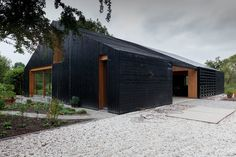 Contemporary barn with a blackened exterior by Workshop Architecten. Contemporary Barn, Modern Barn, Modern Farmhouse, Wood Architecture, Residential Architecture, Barn Living, Pole Barn Homes, Shed Homes, Cabin Homes