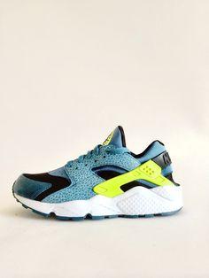 """Nike Air Huarache LE """"Space Blue"""" exclusive kick."""