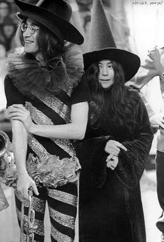 HAPPY HALLOWEEN !!     John and Yoko, 1968