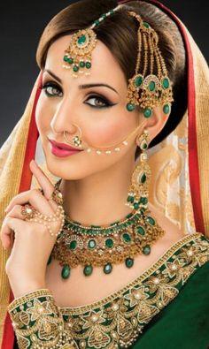 new Ideas for indian bridal jewelry sets saris Pakistani Bridal Makeup, Indian Wedding Makeup, Indian Bridal Outfits, Bollywood Bridal, Wedding Outfits, Wedding Wear, Wedding Dress, Gold Bridal Jewellery Sets, Gold Jewelry