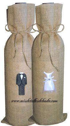 saco para botella con figura trajes novios http://www.misdetallesdeboda.com