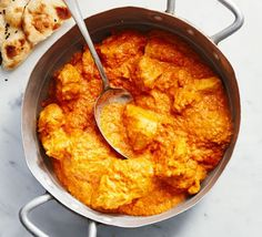 Make a mild and creamy korma in the slow cooker. Sure to become a family favourite, slow cooking ensures tender chicken and a rich, fragrant curry sauce Food Recipes Easy, Food Recipes Deserts Slow Cooker Chicken Korma, Slow Cooker Pork Belly, Chicken Korma Recipe, Slow Cooker Huhn, Slow Cooker Beef, Slow Cooker Recipes, Chicken Recipes, Slow Cooker Curry, Bbc Good Food Recipes