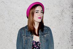 batom pink - pink lipstick - red hair - dark eyes - olho gatinho - pin up eyes - pink hat - chapéu rosa - white skin - blogger