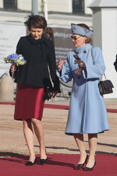 First Lady of Finland Jenny Haukio & Queen Sonja of Norway during the day of the Finnish state visit on 10 Oct 2012 in Oslo Norwegian Royalty, Visit Norway, Royal Fashion, Finland, Shirt Dress, Celebrities, Lady, Royal Style, Image