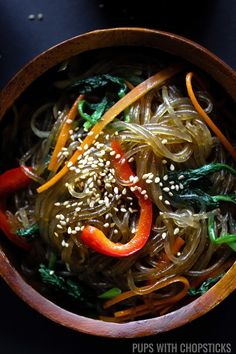 Japchae (Stir-Fried Korean Glass Noodles) A springy and chewy Korean glass noodle recipe (chapchae/japchae) seasoned lightly with sweet soy sauce, sesame oil and a variety of vegetables. Stir Fry Glass Noodles, Korean Glass Noodles, Glass Noodle Salad, Chapchae Recipe, Japchae Recipe Korean, Chinese Vegetables, Sweet Potato Noodles, Asian Recipes, Zucchini