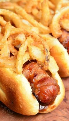 BBQ Bacon and Crispy Onion Hot Dogs. These hot dogs are amazing, tossed in bbq sauce, wrapped in bacon and grilled to smoky perfection. To make it even better, they are topped with crispy onion straws. Dog Recipes, Grilling Recipes, Cooking Recipes, Salad Recipes, Grilling Tips, Sausage Recipes, Crispy Onions, Fried Onions, Burger Dogs