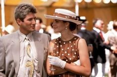 Pin for Later: The 7 Greatest Style Moments From Pretty Woman Vivian's Polka-Dot Ensemble A wide-brim hat and simple gloves were a feminine touch.