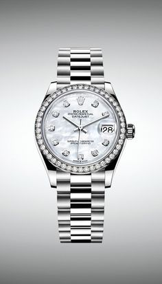 In white gold, the new Rolex Datejust 31 is fitted with a white mother-of-pearl dial and a diamond-set bezel. In white gold, the new Rolex Datejust 31 is fitted with a white mother-of-pearl dial and a diamond-set bezel. Rolex Watches For Men, Vintage Watches For Men, Luxury Watches For Men, Men's Watches, Watches Online, Rolex Datejust, Rolex Gmt, Cartier Rolex, Diesel Watch
