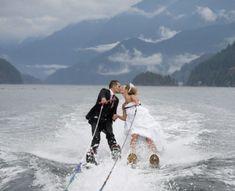 Trash the dress, novios haciendo esquí acuático