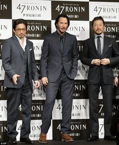 His excellent Japanese adventure! Keanu Reeves bows in a slick petrol grey suit as he promotes samurai film 47 Ronin in Tokyo Mtv Movie Awards, Film Awards, Chiba, Keanu Reeves Zitate, Keano Reeves, Keanu Charles Reeves, Keanu Reeves 47 Ronin, Keanu Reeves Quotes, Martial