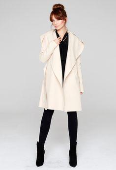 Płaszcz beżowy flauszowy z kapturem PE106