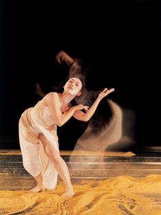 Cloud Gate Dance Theatre – the contemporary dance company that Lin Hwai-min founded in 1973, and a first in the Chinese-speaking world. The new Whisper of Flowers