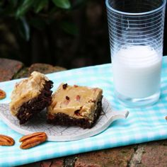 Menu Musings of a Modern American Mom: New Orleans Praline Brownies - with my favorite brownie recipe as a base Party Desserts, Just Desserts, Delicious Desserts, Yummy Food, Tasty, Brownie Recipes, Snack Recipes, Dessert Recipes, Cooking Recipes