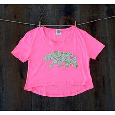 Sequin California Republic Bear Heart Hi Lo High Low Cropped Tee T... ($19) ❤ liked on Polyvore featuring tops, t-shirts, grey, women's clothing, heart t shirt, tee-shirt, crop t shirt, hippie t shirts and grey shirt