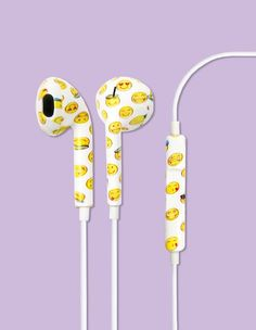 Earbud Headphones - Emoji DIY IT- use some kind of decal tape! This looks magnificent? Emoji Caca, Le Emoji, Emoji Room, Emoji Board, Cute Headphones, Accessoires Iphone, Iphone Accessories, Diy Pillows, Smiley