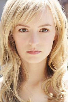 Want these side bangs. Hair Health And Beauty, Hair Beauty, Hairstyles With Bangs, Pretty Hairstyles, Shag Hairstyles, Hairstyle Ideas, Short Side Bangs, Side Fringe Bangs, Medium Hair Styles