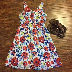 Old Navy Floral Dress Size 6 dress from Old Navy. Lovely bold floral print featuring roses in shades of red, blue, and yellow. Elastic waist. Will fit sizes 6-8 comfortably, or even a slim 10. Old Navy Dresses Mini