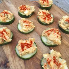 Zucchini Crostini with Goat Cheese and Thyme A Food, Food And Drink, Zucchini Pizza Bites, Avocado Egg, Goat Cheese, Tapas, Healthy Eating, Healthy Food, Appetizers