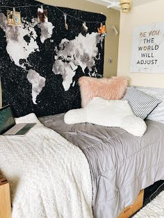 56 Unique Dorm Room Ideas That You Need to Copy College Dorm Rooms Copy Dorm Ideas Room Unique Uni Room, College Dorm Rooms, College Dorm Decorations, Dorm Room Wall Decorations, Dorms Decor, Cheap Room Decor, Girls Bedroom, Bedroom Decor, Bedrooms