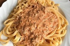 Shrimp Recipes Spaghetti with tuna cream sauce 8 Shrimp Recipes, Pasta Recipes, Beef Recipes, A Food, Food And Drink, Evening Meals, Veggies, Stuffed Peppers, Dishes