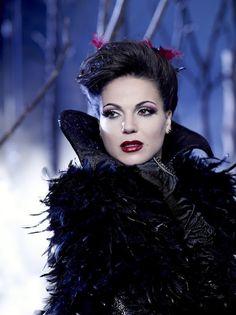 Look da Rainha Má - Unce Upon a Time    http://superrecomendado.blogspot.com.br/2012/03/look-da-rainha-ma-once-upon-time.html