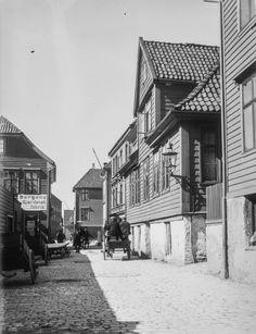 Nøstegaten (nordlige del) fra marcus.uib.no Bergen, Norway, History, Places, Historia, Lugares