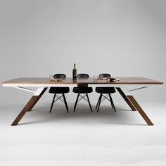 Good wood - the world most gorgeous table tennis table! The 'Woolsey Ping Pong Table' by Sean Woolsey. Modern Dining Table, Dinning Table, Dining Room, Modern Interior, Interior Design, Coffee Table Styling, Conference Table, Ping Pong Table, Furniture Design
