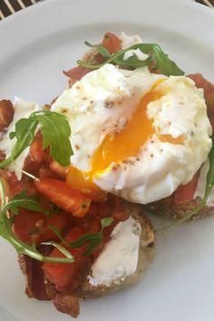Cómo hacer huevos pochados (poché) perfectos - El Sabor de lo Bueno Egg Recipes, Brunch Recipes, Great Recipes, Breakfast Recipes, Cooking Recipes, Healthy Recipes, Banting Recipes, International Recipes, No Cook Meals