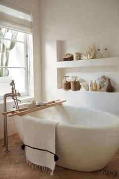 Modern bathroom design 270145677635173024 - minimalist bathroom Source by Remodelaholic Home Decor Inspiration, House Interior, Home Remodeling, Bathroom Interior Design, Home, Bathtub Walls, Interior, Home Decor Accessories, Home Decor