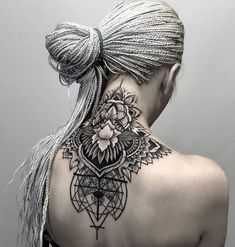 ▷ 1001 + Ideen und Bilder zum Thema geometrische Tattoos white hair of a young woman with a black big tattoo with a black triangle and with white and black flowers, geometric tattoos for women Old Tattoos, Badass Tattoos, Back Tattoos, Tribal Tattoos, Small Tattoos, Sleeve Tattoos, Tatoos, Botanisches Tattoo, Nape Tattoo