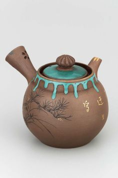Teapot, 1877, Japan => OMG, this teapot is just tooooooo cute !