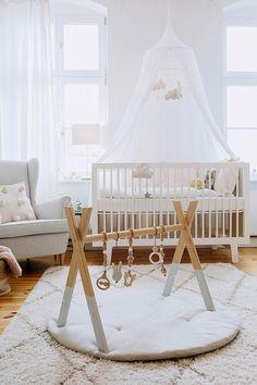 Cocos Babyzimmer Wickelkommode: Kidsmill Babybett: Oeuf Lampe: Westwing Kleiderstange: Nunido Betthimmel: Babyroom, Babygirl, Interior Design, Kids boy first girl names nursery stuff shooting