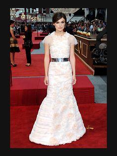 Keira Knightleys weißes Chanel-Kleid ist mit zartr...