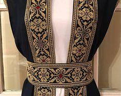Long Navy Blue Sleeveless Kimono / Vest / Jaket with Gold Palestinian Embroidery / corss stitch with belt Embroidery Tattoo, Embroidery Dress, Hand Embroidery, Abaya Fashion, Diy Fashion, Fashion Outfits, Ukrainian Dress, India Design, Iranian Women Fashion