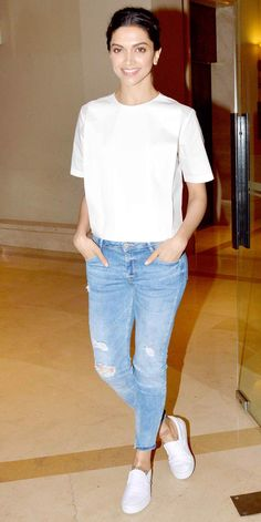 Bollywood Fashion 536772849315435209 - Deepika Padukone at a promotion interview for 'Piku'. Source by annesbrochot Bollywood Outfits, Bollywood Fashion, Bollywood News, Bollywood Actress, Indian Celebrities, Bollywood Celebrities, Western Outfits, Western Wear, Casual Chic