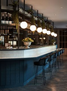 Inspired by its fantastic location, TomMarkHenry's design for Vibe Hotel Rushcutters Bay evokes the botanical backdrop and a harbour-side atmosphere. Vibe Hotel Rushcutters Bay by TomMarkHenry Restaurant Vintage, Design Bar Restaurant, Deco Restaurant, House Restaurant, Restaurant Ideas, Industrial Restaurant, Restaurant Drinks, Restaurant Lighting, Restaurant Kitchen