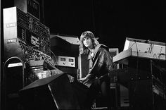A serious keyboardist....ahhhhh!!! Keith Emerson.