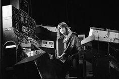 A serious keyboardist....ahhhhh!!! Keith Emerson.