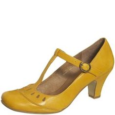 yellow :),yellow :) Shoes Boots have a lengthy shaft and keep people good and hot in fall and winter. They can be smooth or have a higher heel, end in front of . Pretty Shoes, Beautiful Shoes, Cute Shoes, Me Too Shoes, Mustard Shoes, Vintage Style Shoes, Shoe Gallery, Mellow Yellow, Mustard Yellow
