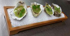 Recette par le chef étoilé Julia SEDEFDJIAN.  Caviar d'aubergine aux huîtres Ostra Regal, gelée et tartare de kiwi, citron caviar.