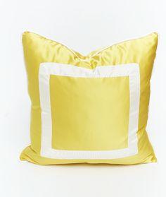 Yellow Silk cushion x Patricia Fernández Castro / Indietro decoraciòn