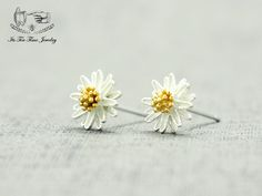 Lovely silver daisy earrings! ------------------------------------------------- Earrings Size :8 mm x 8 mm Material:925 Sterling silver with gold plating Quantity: 1 pair ------------------------------------------------- Your jewelry will arrive in a gift box.  Handling time:  Please all...