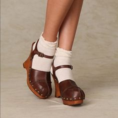 """Jeffrey Campbell  wedge Super Cute! Brown closed toe wedge, Only worn once. Perfect for summer! Approx """"4 1/2"""" heel with """"1 1/2 front platform. Jeffrey Campbell Shoes Wedges"""