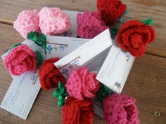 Een tijd geleden ontwierp ik deze roosjes... en haakte ik ze voor Nancy om ze weg te geven als cadeautje... Sil bestelde er een aan...