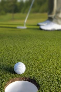 Putting drills to help cut scores - http://www.golf-fitness-and-training-tips.com/putting-drills.html