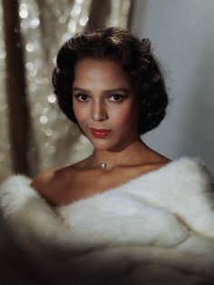 Dorothy Jean Dandridge (November 1922 – September was an American actress and popular singer, and was the first African-American to be nominated for an Academy Award for Best Actress. Old Hollywood Glamour, Vintage Glamour, Vintage Hollywood, Classic Hollywood, Vintage Soul, Hollywood Divas, Hollywood Style, Vintage Hair, Vintage Beauty