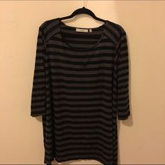 Striped Studded Tunic 2x/3x Live this top perfect with leggings or skinny jeans. Oversized tunic, marked at 2x but can fit a 3x comfortably as well. Cute little studs on the shoulders. Worn more than a dozen times, no holes. But please be aware that item is used. No trades no PayPal Sejour Tops Tunics